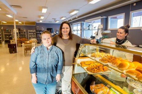 Idyll gaver og kafe har flyttet fra sentrum til Greåker. Her er fra venstre Anniken Edvardsen, Ellinor Eilertsen og Reidun Amundsen