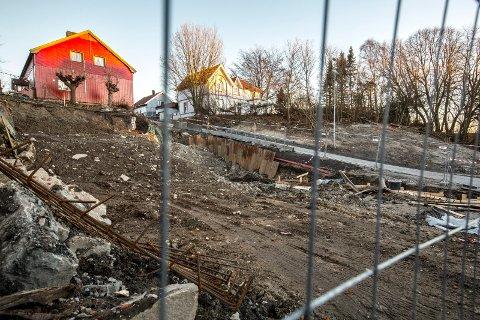 RASFARE: Før helgen gikk det et lite ras på denne byggetomten og beboere fra evakuert i Sandesund.