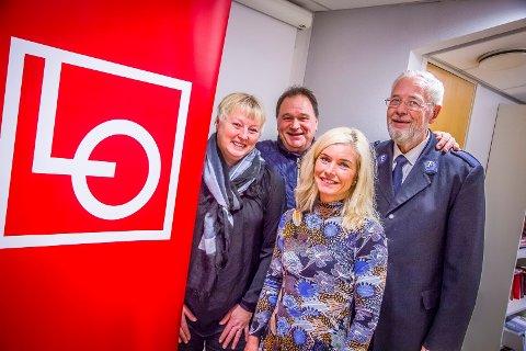 BIDRAR: Mona Brevik, Kai Robert Johansen, Tone Karine Ingesen og Hans Rune Hartløfsen (t.h.) ønsker å hjelpe Freslesarmeen med julehjelpen 2016.