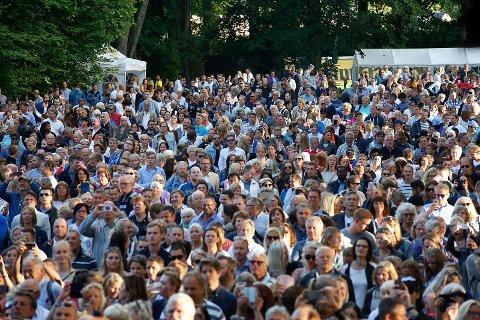 Tusenvis: Om lag 9.600 mennesker var på plass i Hafslundparken på tusenårsfesten.