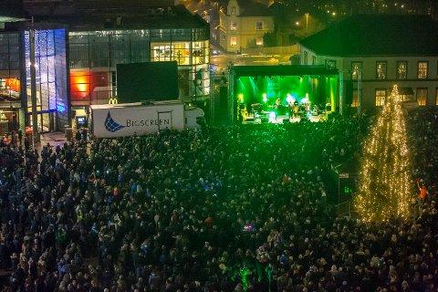 Nyttårsfeiring på Sarpsborg torg ved inngangen til jubileumsåret 2016