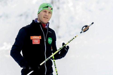 ROSER LIPPERT: Jens Arne Svartedal, tidligere verdensmester i langrenn, roser Jørgen Lipperts sølvmedalje i junior-VM i Sveits. – Utrolig artig og veldig sterkt, sier han.