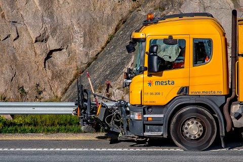 I kveld starter Statens vegvesen rengjøringen av E6, riks- og fylkesveiene i kommunen. Arbeidet varer fram til 17. mai.