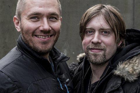 SAMMEN FOR KULTUR: Stian Joneid og Jonas Groth er to av artistene som skal sende underholdning inn i stua til sarpingene lørdag kveld.