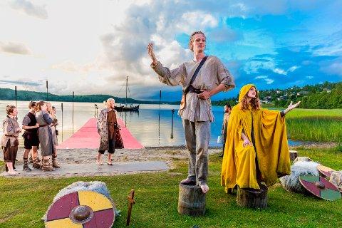 """Premiere på """"Olav den Heldige og lykkesverdet"""" i Landeparken. Med Lars August Jørgensen, Patrik Stenseth, Philip Bøckmann, Cato Skimten Storengen, Katarina Krogh ogTerje Brevik."""