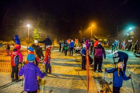 REGNET: Tross regnet, dukket det opp nesten 100 skiløpere ved Harehjellhytta tirsdag kveld.