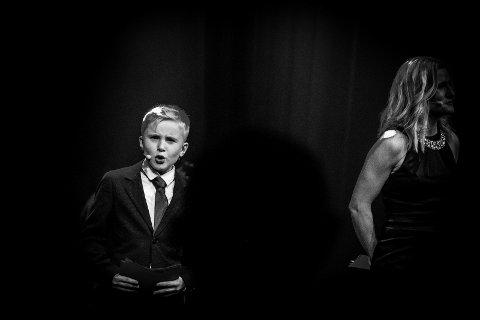 SJARMØR: Markus Rosså (10) sjarmerte de fleste lørdag kveld. Ved sin side hadde han Malin Schavenius, og sammen trollbandt de publikum.