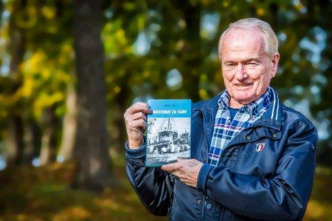 SJØMANN: Håkon Vik (77) har jobbet som kaptein i rederiet Wilh.Wilhelmsen i over 50 år. Nå gir 77-åringen ut en bok om livet som sjømann.