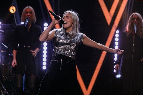 EVENTYR: 18 år gamle Ingeborg Walther fra Skjeberg mener hun er med på en musikalsk reise gjennom sin deltagelse i TV2-programmet The Voice. I kveld synger hun på TV igjen.