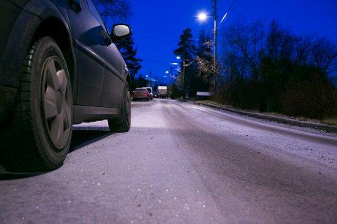 BLIR GLATT: Vær forsiktig om du skal ut å kjøre i ettermiddag og kveld. Det kan bli svært glatt som følge av regn som fryser til is i det det treffer bakken.