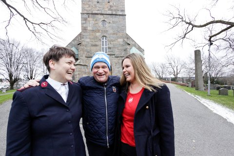 Veldedighetskonsert: Siv Joensen (fra venstre), Kai Robert Johansen og Belinda Andersen stiller opp for trengende barnefamilier i Tune kirke 22. desember.