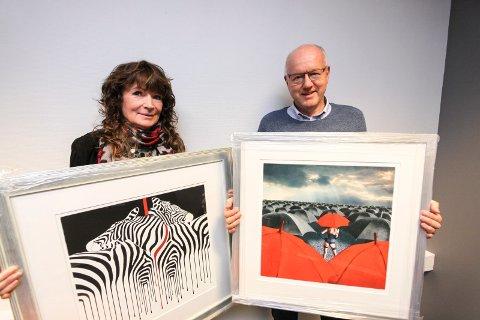 Ny utstilling: Lørdag 11. november åpner Lions-utstillingen Kunst og hobby 2017. Liz Ravn er Årets kunstner, her sammen med Terje Djuve fra Lions Skjeberg.