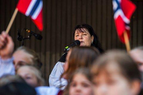 TRADISJON: Varaordfører Linda Engsmyr lover en tradisjonell 17.mai-feiring i Sarpsborg også i år.