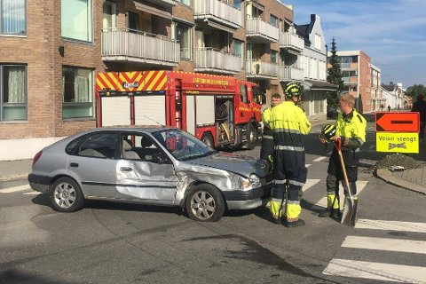 To biler har kollidert i krysset Pellygata/Oscar Pedersens vei.