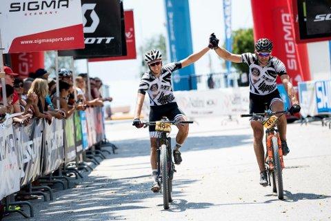 I MÅL: Anders Hvideberg Iversby og Bjørn M. Gjellebæk er i mål som 31. beste lag i det ekstreme i etapperittet TransAlp.