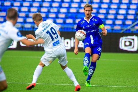 MIDTSTOPPER: Ole Heieren Hansenkjemper for et videre liv som midtstopper i Sarpsborg 08 også etter denne sesongen.