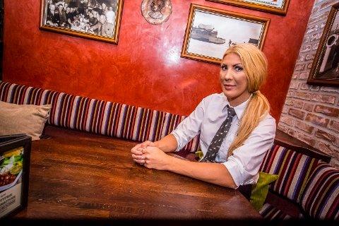 ADVARER: Christine Skarpnord, daglig leder, advarer mot en Facebook-svindler som utgir seg for å være Egon Sarpsborg. Vedkommende kontakter intetanende kunder, sier de har vunnet en gratis lunsj - og ber om personalia og kredittkortinformasjon.