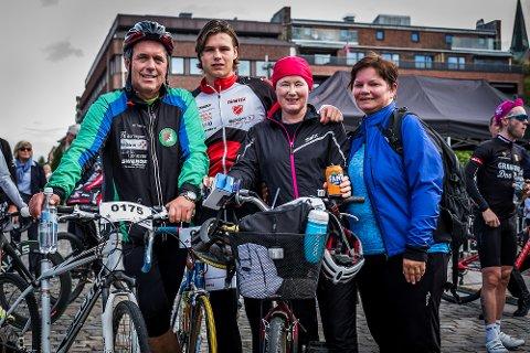 Arnfinn Agnalt, Sigurd Agnalt, Sandra Fredriksen og Hanna Stensrud syklet «Granfondo Don Pedro» sammen.