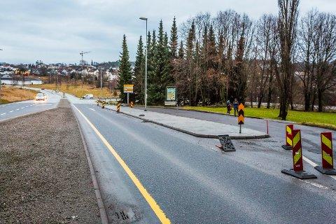 SNART KLART: Utbedringen av veikrysset i 109-veien fra Torsbekkveien og ned mot krysset St. Halvards vei - Storgata er klart innen noen uker. Det er Statens vegvesen som opplyser om dette.