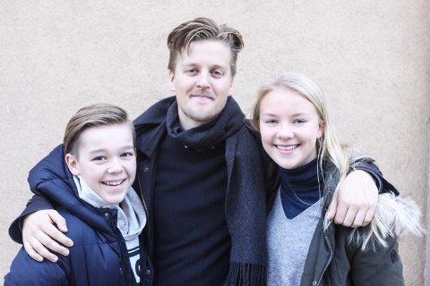 Juleshow: Oliver Aagaard Bredholt (fra venstre), Philip Bøckmann og Beatrice Lystad Akselsen er klare for «Natt i Nisseland» på Sarpsborg scene søndag 18. november.