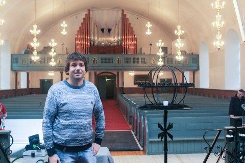 MENIGHETSBLADET SOM PODKAST: Tore-Andre Haraldseid er daglig leder for menighetene i Greåker, Holleby, Soli og Tune. Han er glad for at flere nå får mulighet til å holde seg oppdatert i sin lokale menighet.