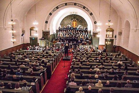 Konsertjul: Elevene ved musikklinja på Greåker videregående skole er blant de mange som holder konserter i kirkene i førjulstiden. 7. desember kommer årets elever til Tune kirke. Her fra en konsert  samme sted i 2014.