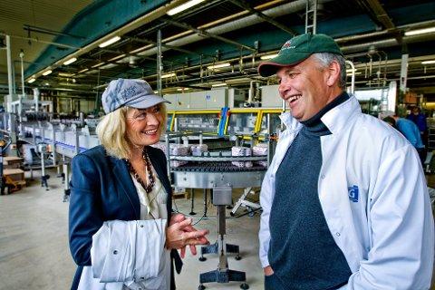 HJERTE FOR BEDRIFTEN:  Morten Brostrøm kan ikke få fullrost  Egenæss-familiens hjerte for bryggeriet. Her sammen med Hanne Egenæss Wiig.
