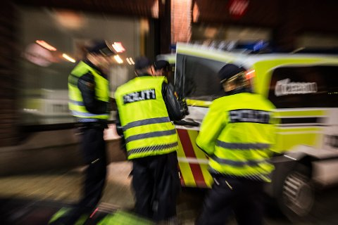 Politiet i Sarpsborg har vært godt synlige i Sarpsborg sentrum i kjernetiden for utelivet denne helgen. De fleste av julebordsgjestene har oppført seg greit, men politiet har både bortvist personer og avslutten en ungdomsfest med rundt 150 mindreårige denne helgen.