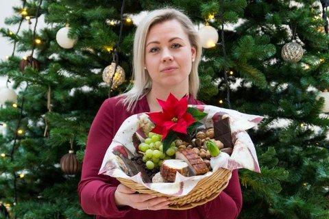 Kine Bjølsen Opstad, dyrepleier og produktsjef for dyreforsikring hos If, ber hundeeiere være varsomme med julematen til de firbeinte.