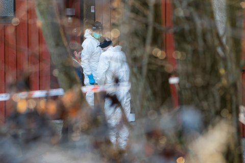 JOBBER: Krimteknikere var fredag og lørdag til stede på drapåstedet på Moenskogen på Borgenhaugen.