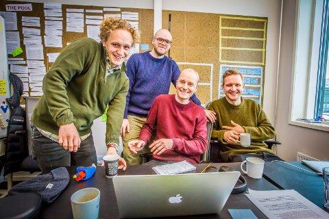 HVITE GUTTER: Johannes Roaldsen Fürst (t.v.), Torjus Tveiten, Eirik Hvattum Bjørnstad og Jørgen Evensen (t.h.) er i høst aktuell med sesong 2 av humorserien Hvite Gutter på Dplay og TV Norge.