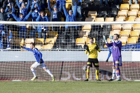JUBEL: Ronnie Schwartz åpnet målkontoen i Sarpsborg 08 mot Lillestrøm. Foto: Audun Braastad / NTB scanpix