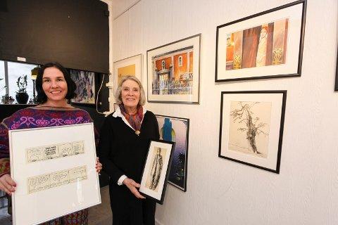 Ny utstilling: Anette Ravneng (til venstre) og Reidun Bernitz Pedersen med arbeider av Ragnar «Joker» Pedersen og Tore Bernitz Pedersen