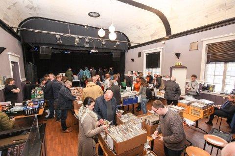 MESSE: Da Sarpsborg platemesse ble arrangert for første gang i mars var Glenghuset tilholdssted. Nå arrangerer Jonas Groth platemesse på Sarpsborg scene søndag 25. november.