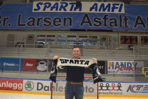 FÅR DRAHJELP: Mats Weberg og Sparta får drahjelp av Spartatæl og andre samarbeidspartnere, som gir bort 200 billetter til lørdagens kamp i Sparta Amfi