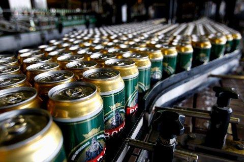 STOR ØKNING: Dagligvaresalget av øl har økt med 60 prosent i juni.