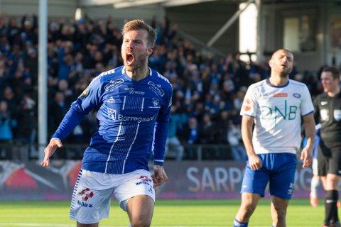 Patrick Mortensen jubler under eliteseriekampen i fotball mellom Sarpsborg 08 og Vålerenga på Sarpsborg stadion.