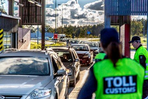 Et dansk samboerpar er dømt til fengsel i ett år og ni måneder for å ha smuglet 9,3 kilo hasj inn til Norge via Svinesund i 2016.
