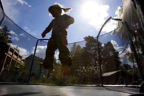 BRÅKETE: Artikkelen om bråk fra trampoliner har skapt et voldsomt engasjement blant SAs lesere. Mange har forståelse for mannens klage, mens andre mener barn må få utfolde seg i lek - også med lyd - uten å bli klaget på.
