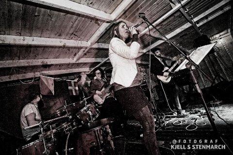 SPILLER I SARPSBORG: Det svenske bluesbandet Bluesbury spiller på Pizzanini lørdag klokken 20.00.