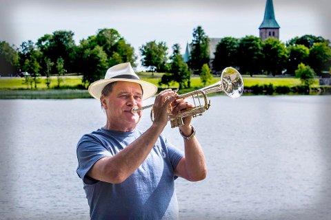 KLAR FOR ELVIS: Det blir mye Elvis på trompetist Kai Robert Johansen, som blir første trompetist som er med på Elvis-innspilling i Sun Studios i Nashville.
