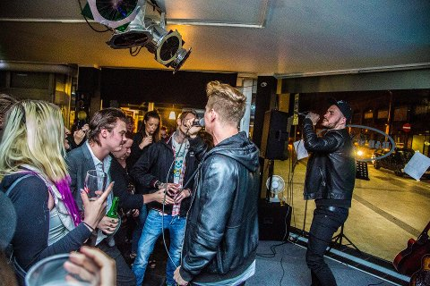 VENDER TILBAKE: 15. september kommer Mats Melbye (t.v.) og Thomas Pedersen til Bar 1016 i gågata. Bildet er tatt under en konsert på Bar 1016 for to år siden.