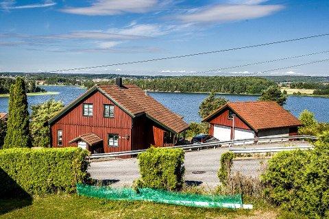 RIVES: Planen er på et tidspunkt å rive Lundgårdsvei 55.  Men det er et stykke fram da det skal utarbeides nye planer for  utbyggingen av Bakkeli-eiendommen.
