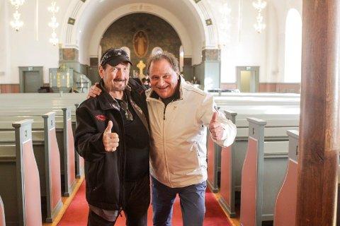 VENNSKAP: Kai Robert Johansen har tidligere spilt konsert og dannet vennskap med Elvis-gitarist James Burton (t.h), her fra Tune kirke. Nå er Johansen klar for å spille på Elvis-festivalen i Randers i Danmark i august.