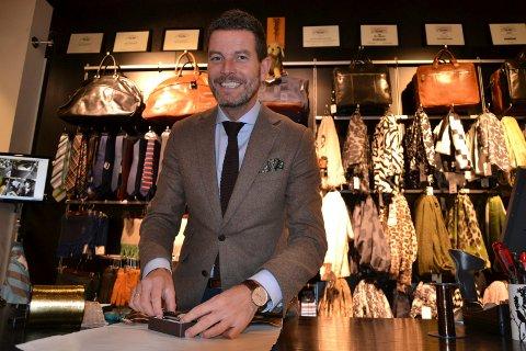 ØKER PÅ NETT: Kristian Kristiansen, som eier og driver Boomerang i gågatene i Fredrikstad og Sarpsborg, opplever at netthandelen øker for hvert år.