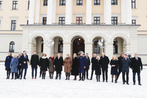 Statsminister Erna Solberg (H) presenterte sin utvidede regjering etter ekstraordinært statsråd på Slottet tirsdag.