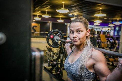 TRENER: Maria Kværnø Pedersen (24) gikk fra å være overvektig til å bli superfit. I dag trener hun hver dag på Sats i Sarpsborg for å holde seg i form. Hun trener både i Storbyen og på Tunejordet.