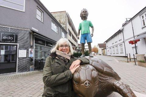 Litteraturuka fyller 70 år: Litteraturuka-leder Torill Stokkan er bekymret for bokfestens framtid, men ser fram til 70-års laget.