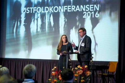 BORREGAARD: Østfoldkonferansen er en spennende møteplass hvor også næringslivet får muligheten til å presentere seg.   Her er kommunikasjonsjef Tone Horvei Bredal og administrerende direktør Per A. Sørlie på scenen  i 2016.