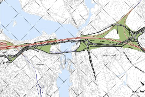 Dette er det såkalte alternativ MIDT-7 over Sarpsfossen, som flertallet i bystyret vedtok å legge ut på høring. De rød linjene er jernbane, de svarte vei. (Illustrasjon: Bane NOR)